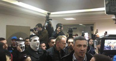 Српската опозиција насилно влезе во РТС